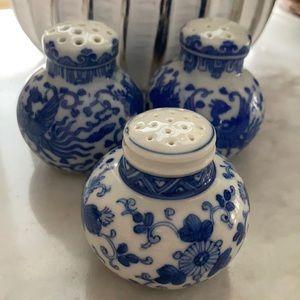 Japan salt and pepper shakers blue white